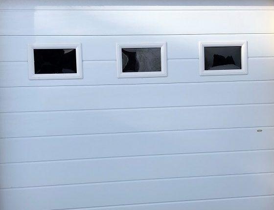 Eurokapu garázskapu ablakkal