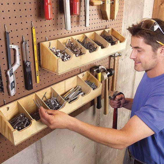 tárolás a garázsban: lyukacsos falitábla