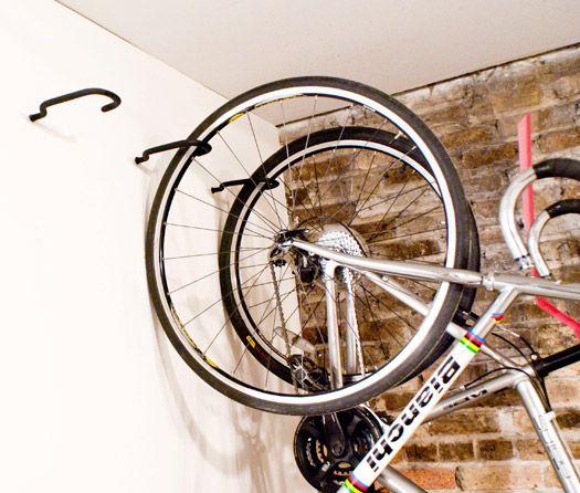 kerékpár tárolása kampóval
